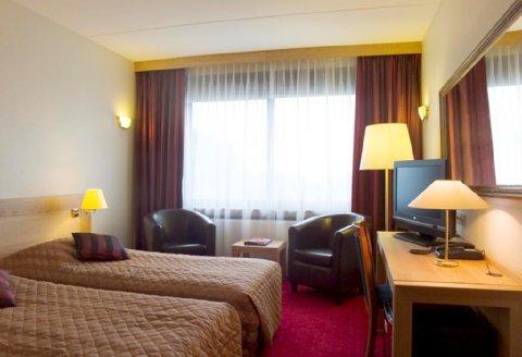 Hotel aan oostzijde van de grote markt oog radio en televisie - Goede hoek televisie ...
