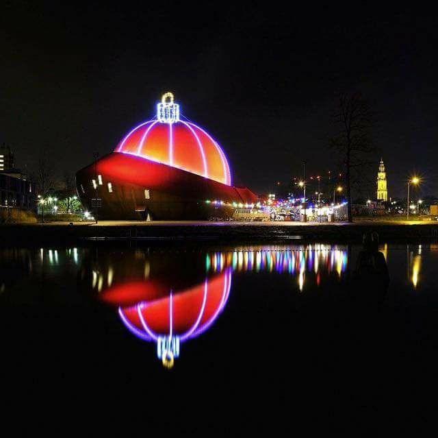 DOT heeft grootste kerstbal ter wereld | OOG Radio en Televisie