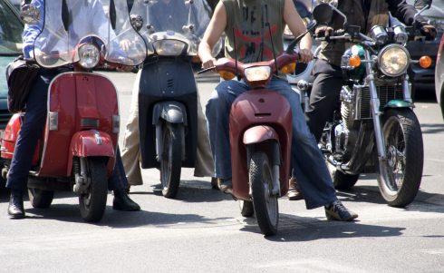 """""""Wethouder, schrap het potentiële scooter- en brommerverbod in de binnenstad"""""""